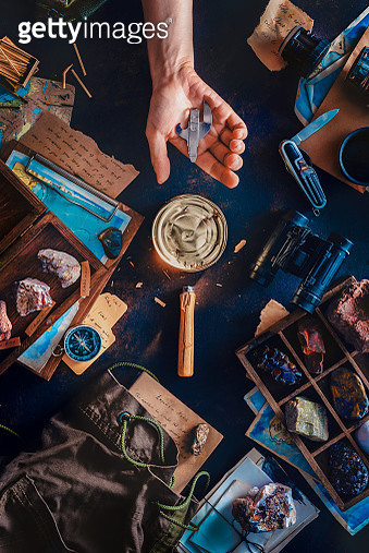 Tin can with a broken can opener, hungry explorer, expedition and travel problems concept - gettyimageskorea