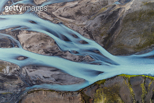 Aerial view of landscape with river coloured by glacial melt. - gettyimageskorea