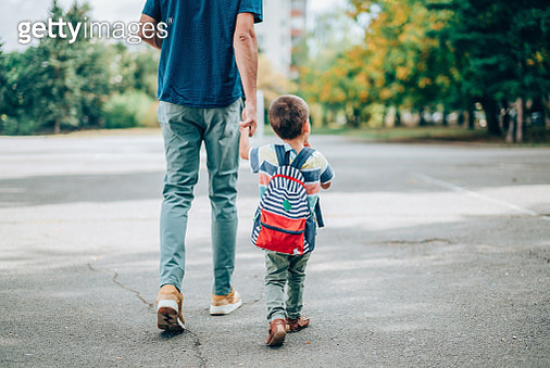 Father and son going to kindergarten. - gettyimageskorea