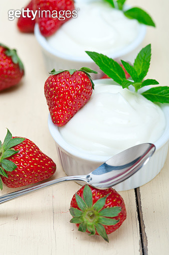 Close-Up Of Strawberries And Yogurt On Table - gettyimageskorea