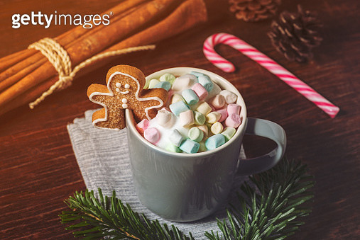 Mug containing Hot Chocolate, Marshmallows and Gingerbread Man - gettyimageskorea