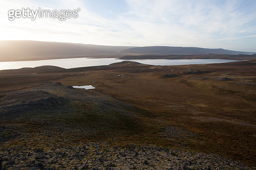 Landscape With Lake And Mountain Range. Light Reflections In The - gettyimageskorea