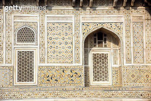 Detail of decoration and geometrically patterned on the wall of Itmad-Ud-Daulah's tomb, called as the Jewel Box or the Baby Taj, located in Agra, Uttar Pradesh, India. - gettyimageskorea