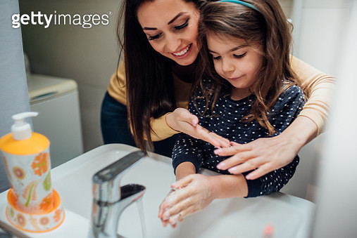 Mother and daughter washing hands - gettyimageskorea