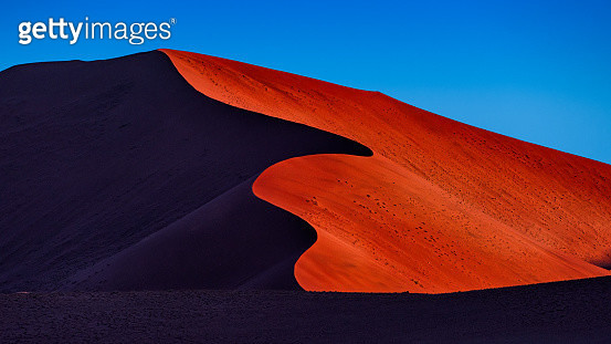 The sunset landscape of beautiful red sand dune in Namib desert, the oldest desert in the world, Namibia, Africa. - gettyimageskorea