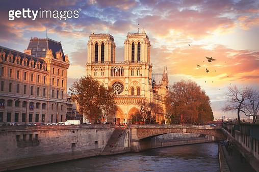 Cathedrale Notre-Dame de Paris - gettyimageskorea