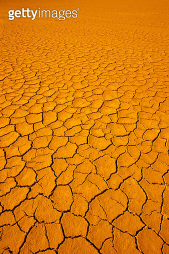 1980s DRY CRACKED DESERT DIRT - gettyimageskorea