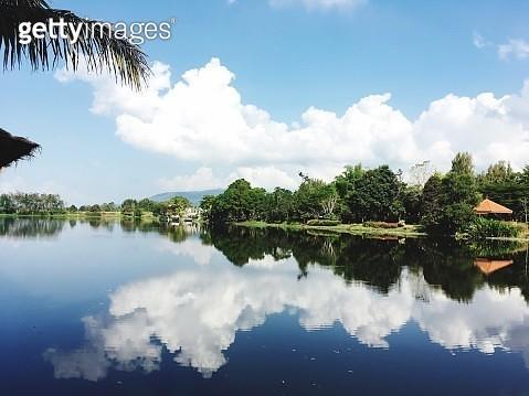 Panoramic View Of Lake Against Sky - gettyimageskorea