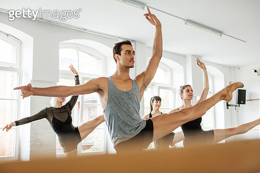 Male and female dancers practicing in studio - gettyimageskorea