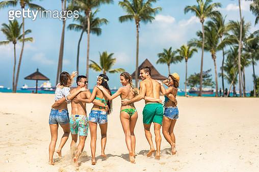 Friends on beach - gettyimageskorea