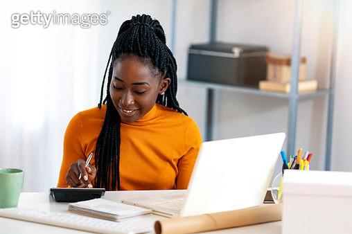 Making money work for her business - gettyimageskorea