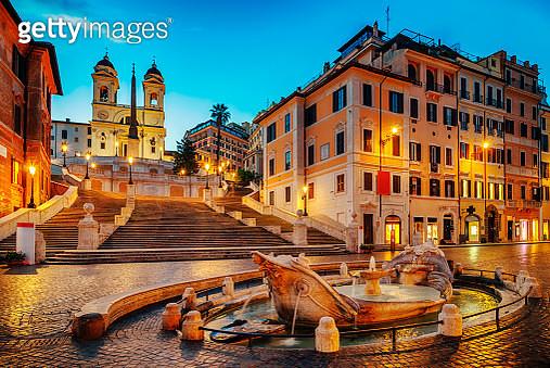 Fontana della Barcaccia and Spanish Stepsat night in Rome - gettyimageskorea