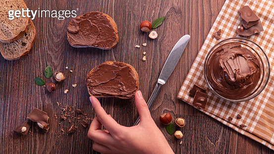 Slices of bread with chocolate cream nuts and knife. - gettyimageskorea