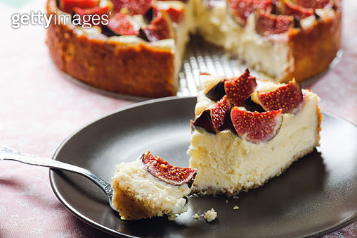 Cheesecake with Figs - gettyimageskorea