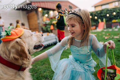 Best friends ready for Halloween - gettyimageskorea