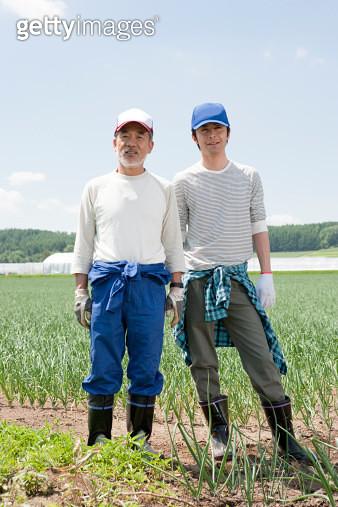 Japanese farmers in field, portrait - gettyimageskorea