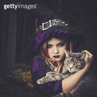 Young witch with cat - gettyimageskorea
