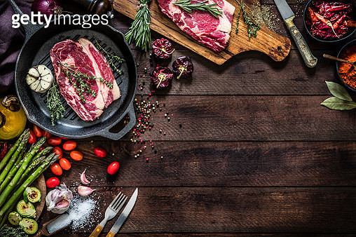 Roasting beef steaks and vegetables on an iron grill with copy space on the table - gettyimageskorea
