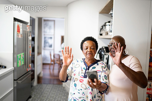 Senior women doing a video call using smartphone - gettyimageskorea