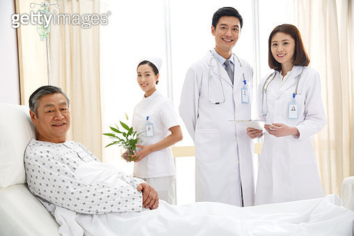Medical workers and patients in the ward - gettyimageskorea