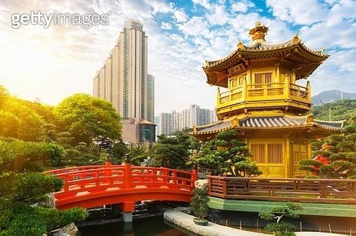 Pagoda and pavilion, Nan Lian Garden, Diamond Hill, Hong Kong, China - gettyimageskorea