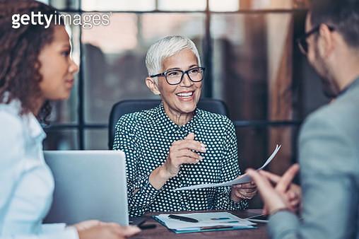 Senior businesswoman talking to her team - gettyimageskorea