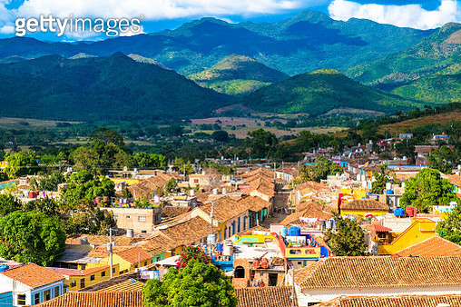 Trinidad, Cuba: aerial view of the colonial town houses roof and the Escambray mountains as the backdrop - gettyimageskorea