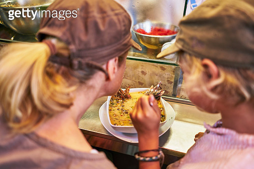 Peru, Arequipa, Mercado Central, mother and son eating in market hall - gettyimageskorea