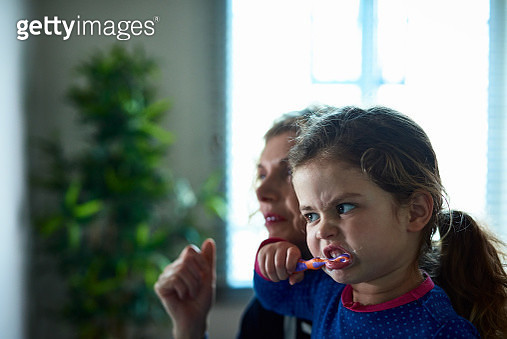 Little girl brushing her teeth - gettyimageskorea