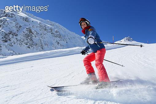 Woman skiing - gettyimageskorea