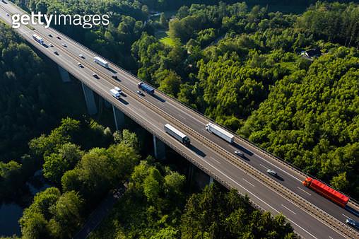 Traffic on Autobahn A4 near Wiehl, Bergisches Land region, North Rhine-Westphalia, Germany, Germany - gettyimageskorea