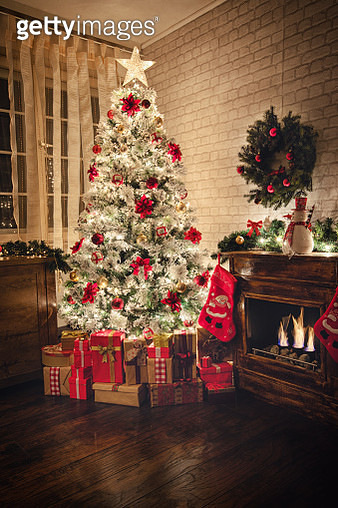 Christmas tree near fireplace in decorated living room - gettyimageskorea
