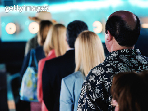 HOLIDAY TOURISTS IN AIRPORT QUEUE (REAR VIEW) - gettyimageskorea