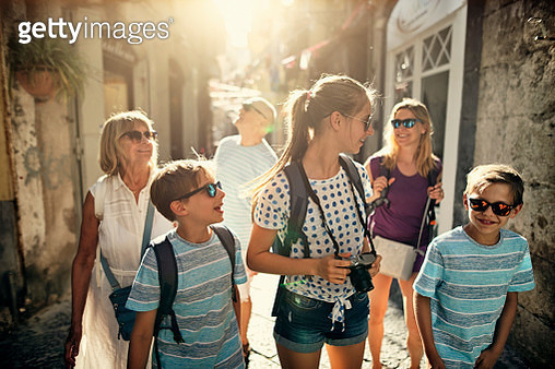 Multi generation family enjoying summer vacations. The family is walking in the narrow streets of an Italian town.  Nikon D850 - gettyimageskorea