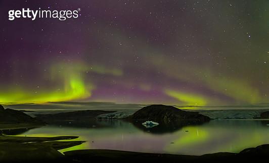 Aurora Borealis, Qualerallit glacier, South Greenland - gettyimageskorea