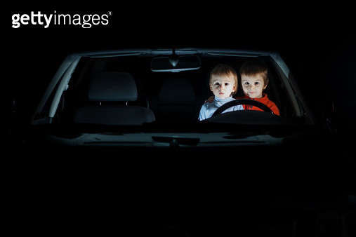 Two boys in the car - gettyimageskorea