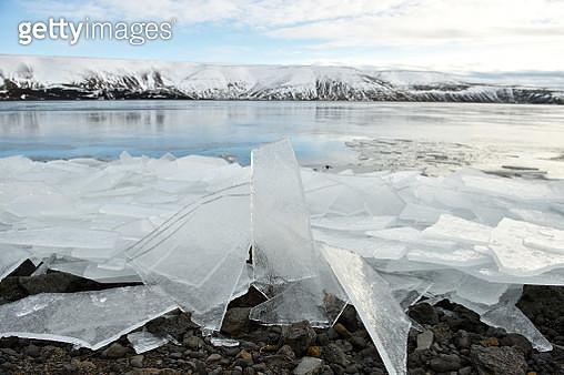 Ice floe at Kleifarvatn Reykjanes Peninsula Southwest of Iceland - gettyimageskorea