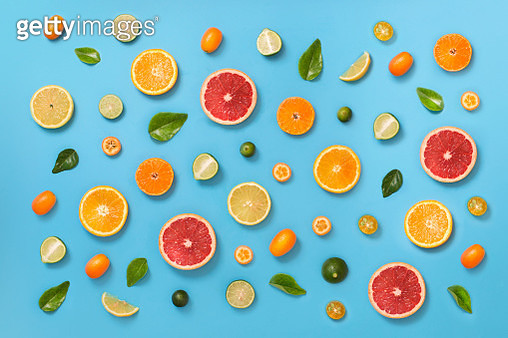 Assorted citrus fruit slice pattern on blue background. - gettyimageskorea