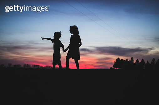 America's Heartland Silhouette of Boy and Girl - gettyimageskorea