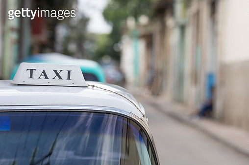 An artistic image of a taxi sign on a roof of a car in Havana the Capital of Cuba. - gettyimageskorea