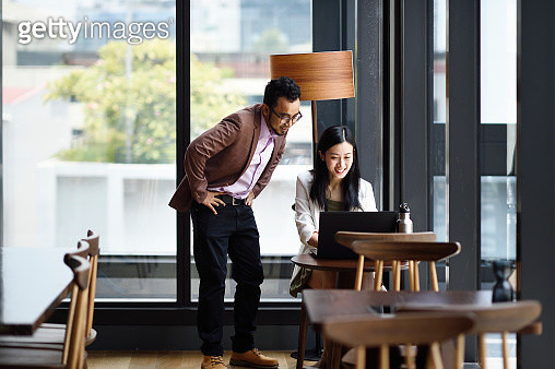 Singaporean colleagues working together in an office - gettyimageskorea