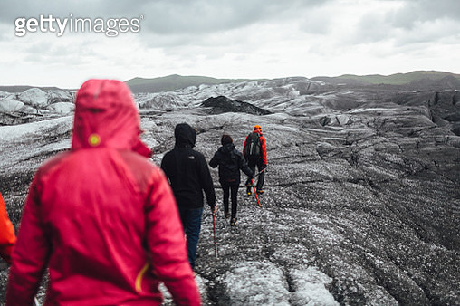 Hiking group on Svínafellsjökull Glacier, Iceland. - gettyimageskorea