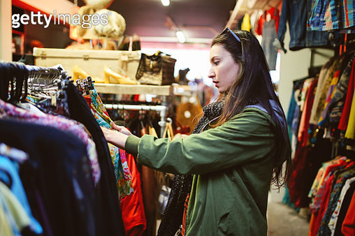 Woman shopping in London second hand marketplace - gettyimageskorea