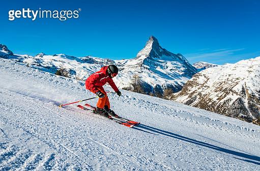 Young skier skiing at Zermatt ski resort, Switzerland - gettyimageskorea