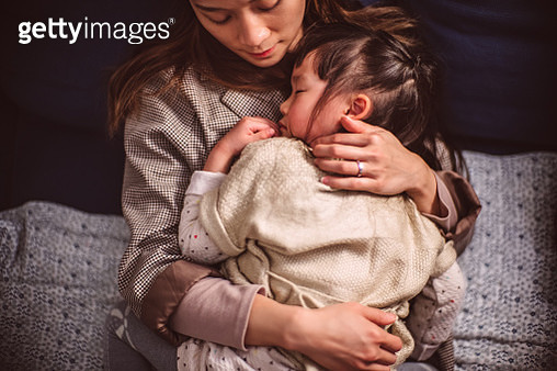 Top view of lovely little girl sleeping soundly under mom's arms at home - gettyimageskorea