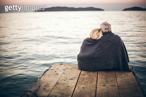 Loving senior couple enjoying the view - gettyimageskorea