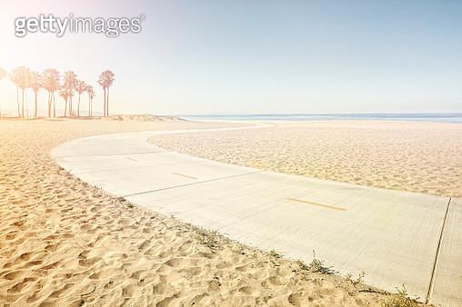winding path on beach - gettyimageskorea