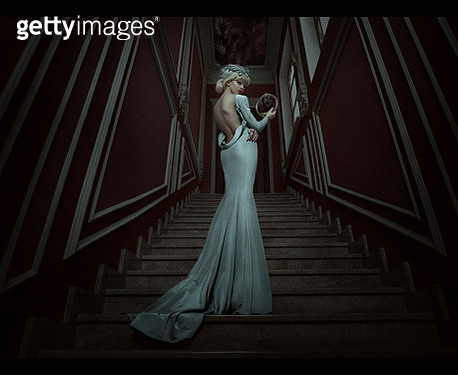 A woman wearing a white dress on a staircase. - gettyimageskorea