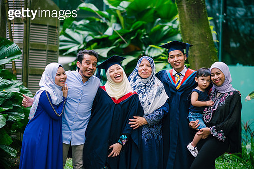 Portrait of Young Beautiful Women in Graduation Gown with Family - gettyimageskorea
