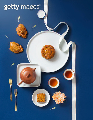 Flat lay mid-autumn festival food and drink still life. - gettyimageskorea